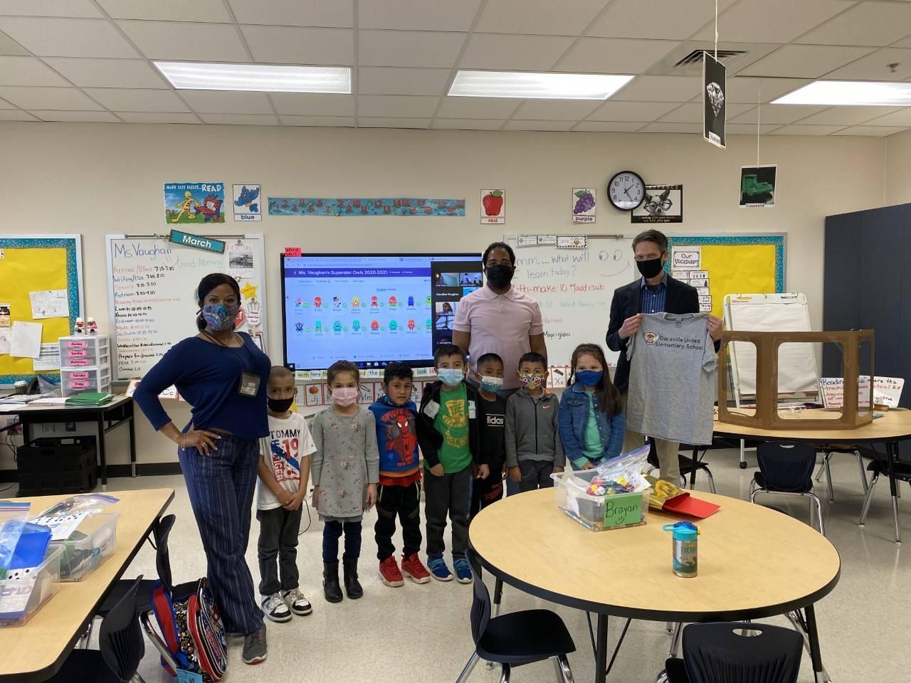 Mayor visits Kindergarten classroom